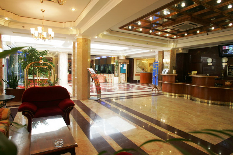 Холл гостиницы фото