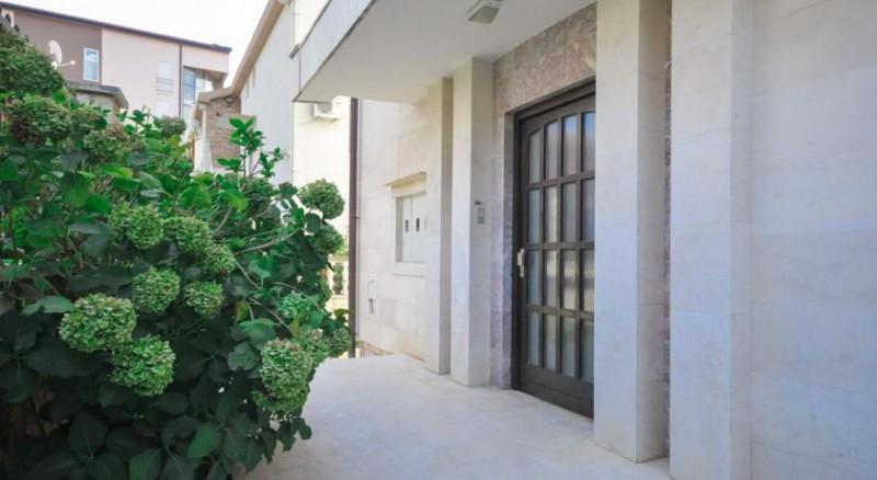 Villa lola cat a 3 черногория бечичи