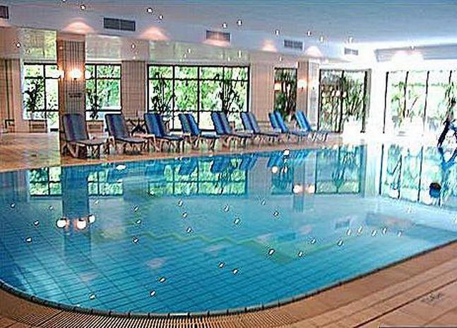 Отели хосты с бассейном